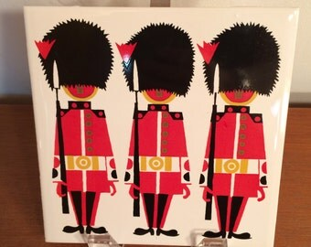 "Original Kenneth Townsend 1960s ""Grenadier Guards"" screen printed tile London series trivet souvenir"
