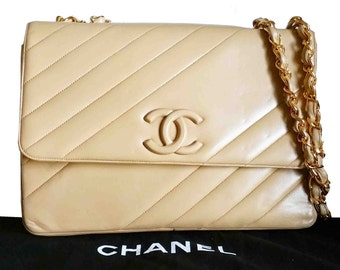 Authentic Vintage Chanel Chevron Jumbo Double chain Bag
