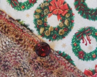 Christmas/Winter Table Runner - Wreaths and Pinecones