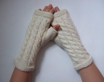 Handmade CREAM fingerless gloves, wrist warmers, fingerless mittens. Knitted of 100 % wool.