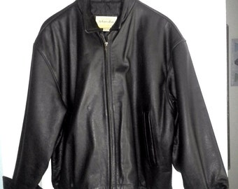 Men's Bomber Style Leather Jacket sz. L. S/H included