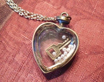 Heart Locket Necklace-Key to my Heart Pendant-Necklace-Romantic-Love-Gift For Her-Birthday-Thinking of You