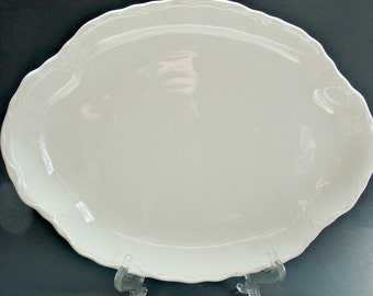 Oval Dinner Plates, USA Pottery Oval Plate Set, White Pottery Plates, White Oval Dinner Plates, Scalloped White Oval Plates, USA California