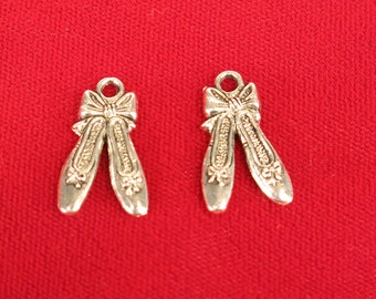 """10pc """"ballet shoes"""" charms in antique silver style (BC150)"""