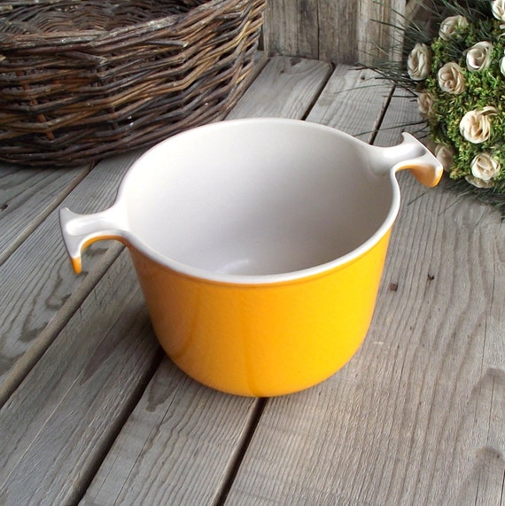 french vintage le creuset casserole pot cast iron orange. Black Bedroom Furniture Sets. Home Design Ideas