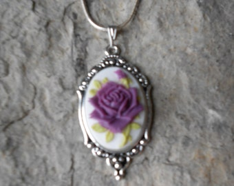 """Stunning Dark Purple Rose Cameo Pendant Necklace---.925 plated 22"""" Chain--- Great Quality"""