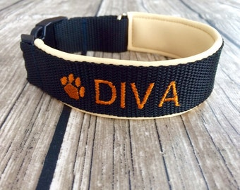 Dog collar with embroidery