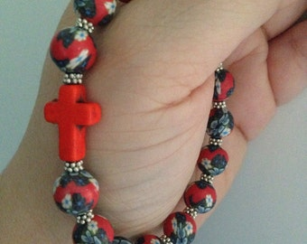BRACELET (B110) Polymer clay, red, white and black flower pattern, with red howlite cross