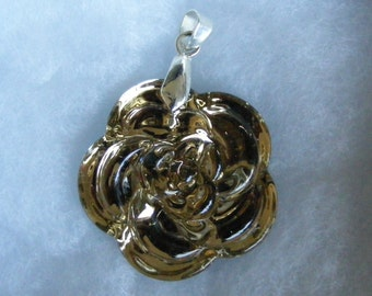 Beautiful Glass Flower pendant with bail