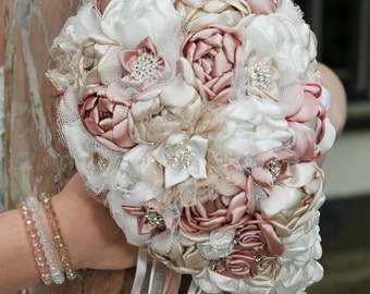 Bridal bouquet hanging model in old pink-off white-beige
