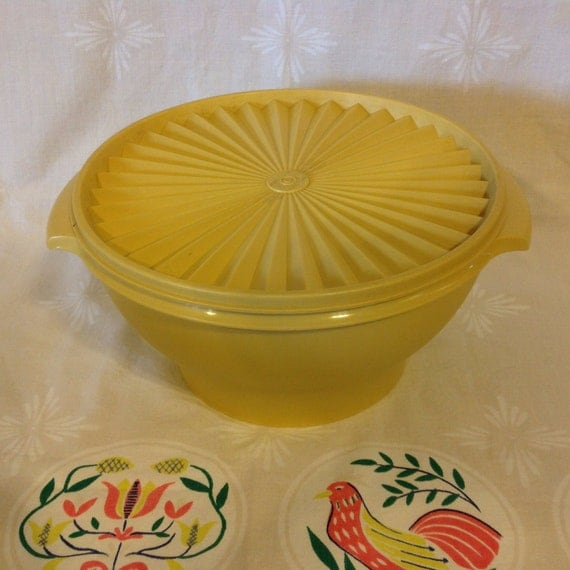 vintage golden tupperware serving bowl with lid by websterfarmco. Black Bedroom Furniture Sets. Home Design Ideas