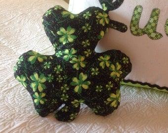 Shamrock pillow tuck St. Patrick's Day pillow tuck Luck 'O Irish pillow Saint Patrick' s Day pillow Novelty fabric