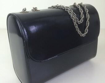 structured black faux patent leather box handbag w/ chain strap 60's