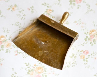 Small Antique Brass Dustpan - Fire Place - Vintage Home decor