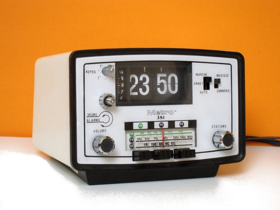 Vintage 1970s Flip Clock Alarm Radio Function White By