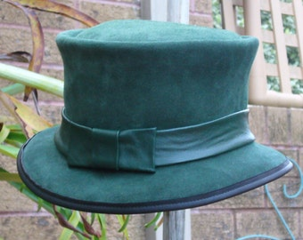Green suede leather 1920s style Cloche / Flapper / Vintage / Changeling Movie Ladies' Hat