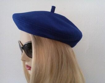 Very vintage royal blue felt beret hat.