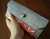 Felty Wallet, 100% wool felt, coral arrow pattern, card holder, gift for her, gift, accessories, clutch, twist lock, handmade