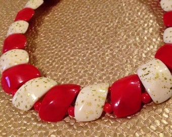 Vintage lucite necklace RED and CREAM with GOLD flakes