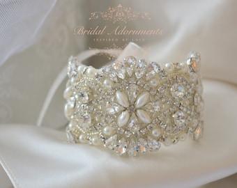 Vintage Style Crystal Rhinestone Silver Bridal Wedding Bracelet/Cuff