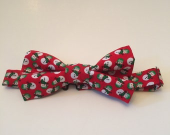 Red bow tie with little snowmen on it. Adjustable. Fits ages 3 and up.
