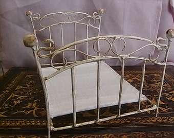 vintage style wrought iron bed without accessories