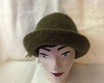 Women's sage heather knitted wool felted hat with cord