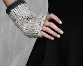 Old School Wrist Warmers - Chunky knit wrist warmers, wrist warmer, arm warmer, chunky knit arm warmer, chunky knit fingerless gloves