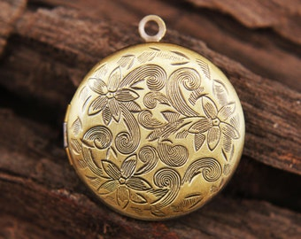Locket - Antique bronze plated vintage style round floral locket