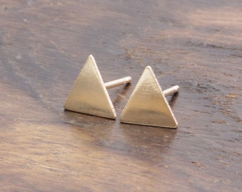 14 k gold filled plain triangle stud earrings (R_00015)