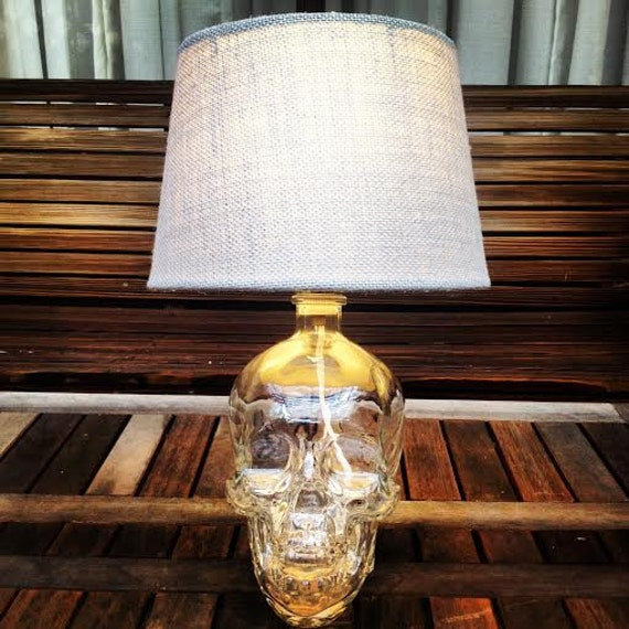 recycelte crystal head vodka flasche lampe. Black Bedroom Furniture Sets. Home Design Ideas