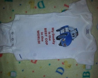 Baby onesie with saying Daddy COP