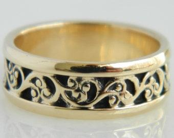 Beautiful 14K Gold Swirl Pattern Wedding Band