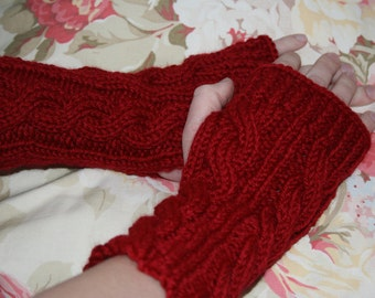 Kate's Cable-Knit Fingerless Gloves in Red