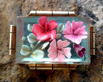 Gorgeous 30s flowery art deco intaglio, reverse painted lucite brooch on brass