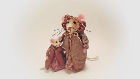 Felted Miniature Mouse Mini Animal Needle Felt Figure Family Tiny Mice New moms and baby Collectible Dollhouse Art Doll