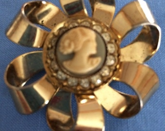 Gold Tone Cameo Brooch