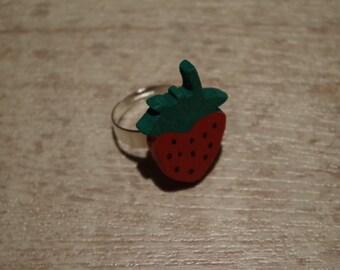 Wood ajustable ring, strawberry