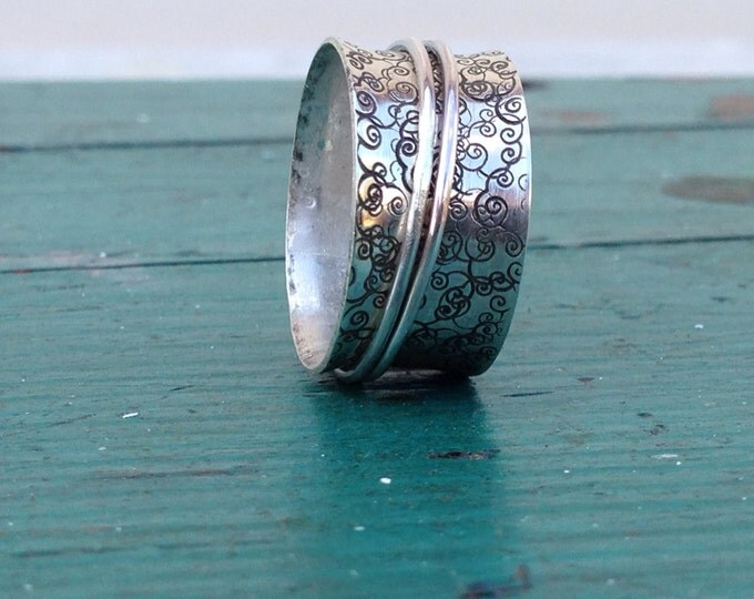 Sterling silver spinner ring with oxidized pattern