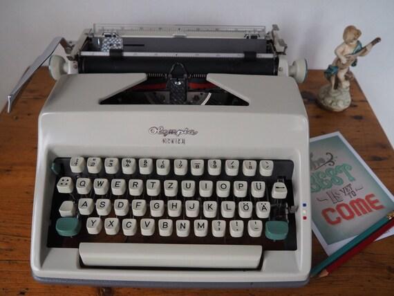 machine crire vintage olympia monica depuis les milieu. Black Bedroom Furniture Sets. Home Design Ideas