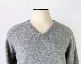 Vintage Lambs Wool Sweater / V-Neck / Men's Large 42 / Grey / Made in England
