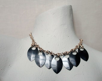 Necklace champagne - black