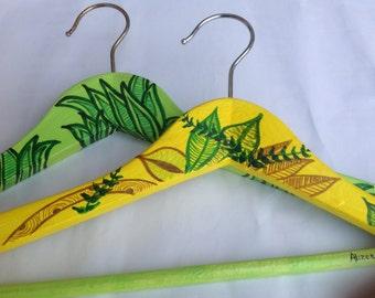"""Appendini linea """"jungle"""" in legno,dipinto con colori acrilici"""