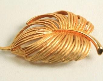 Vintage Brooch Gold Tone Leaf Brooch Vintage Costume Jewelry Vintage Brooch