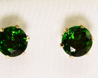 14kt Yellow Gold Earrings with 2-5mm Chrome Diopside Stones
