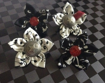 Music notes lapel pin flowers