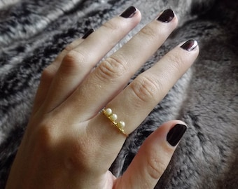 The Royal Ring - Wire and Pearl Ring