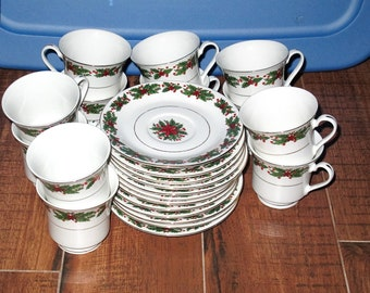 24 Piece Lynn's China Holly Wreath Poinsettia Pattern 12 Cups 12 Saucers