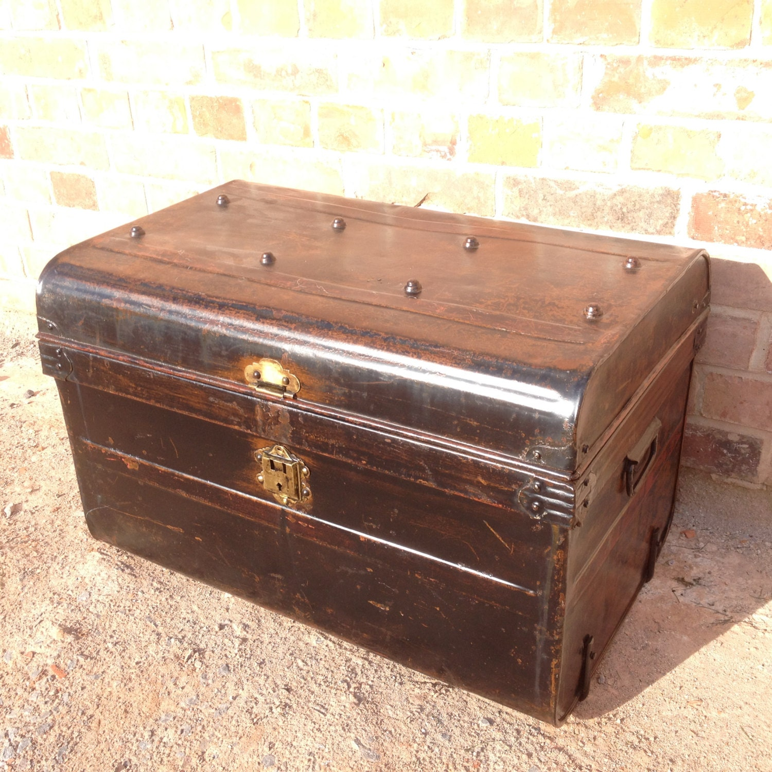 Vintage Metal Black Brown Steamer Trunk Travel Trunk Storage Trunk Coffee Table Antique Haute