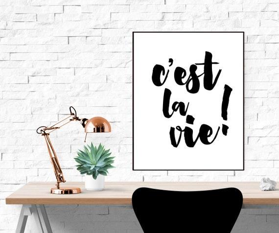 articles similaires impression 39 c 39 est la vie 39 affiche texte typographique affiche imprimer. Black Bedroom Furniture Sets. Home Design Ideas